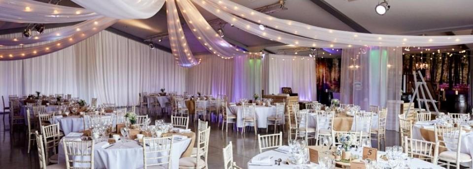 Festoon canopy with drapes