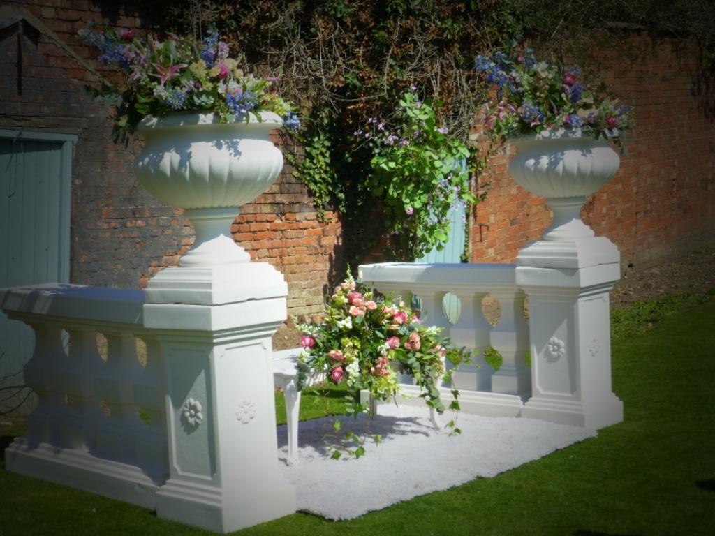 Balustrade, Pedestals & Urns Image 3