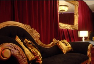 black and gold chaise lounge moulin rouge theme wedding